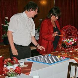 Dirk Härdrich und Angelika Dürbaum-Betsch beim Bingo