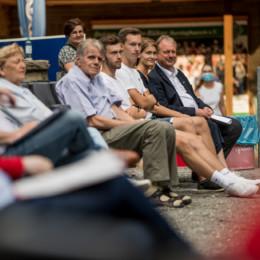 Familie Schünhof auf der Versammlung