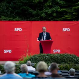 Bürgermeisterkandidat Henning Schünhof bei seiner Bewerbungsrede