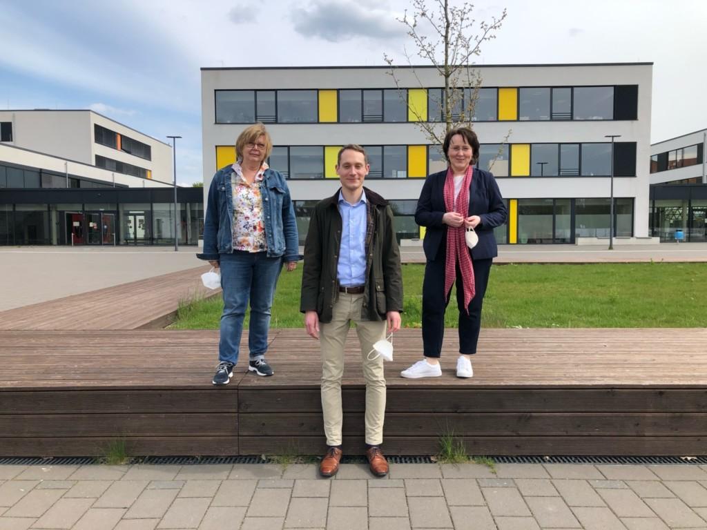Kandidierende für die Regionsversammlung aus Barsinghausen: (v.l.n.r.) Sybille Busse, Maximilian Schneider und Claudia Schüßler