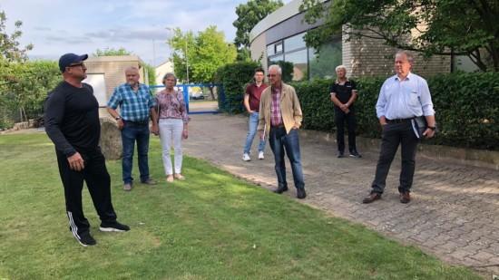 Henning Schünhof und weitere SPD Mitglieder besichtigen das Diesterbad