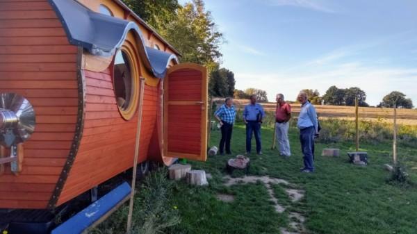SPD-Mitglieder besichtigen den Bauwagen der Waldkita Göxe