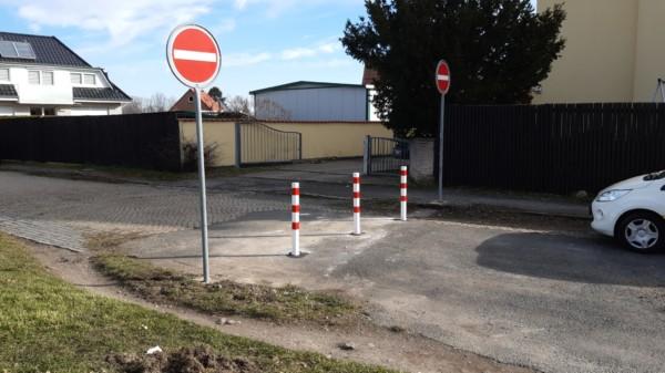 Die den Radverkehr hindernde Schranke wurde entfernt.