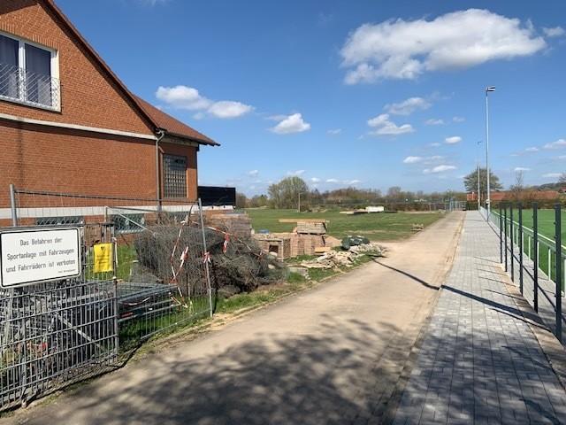 Fotos vom Neubau des Kunstrasenplatzes in Goltern, der von der Stadt bezuschusst wird (2)